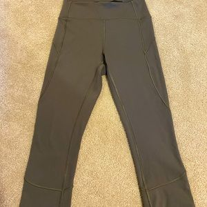 Lulu Lemon Sage Green Size 4 leggings Never Worn